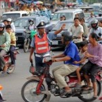 Traffic in Phnom Penh 01 (AFP)