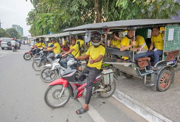 Maybank-Cambodia-awesome-race-tuktuk-team